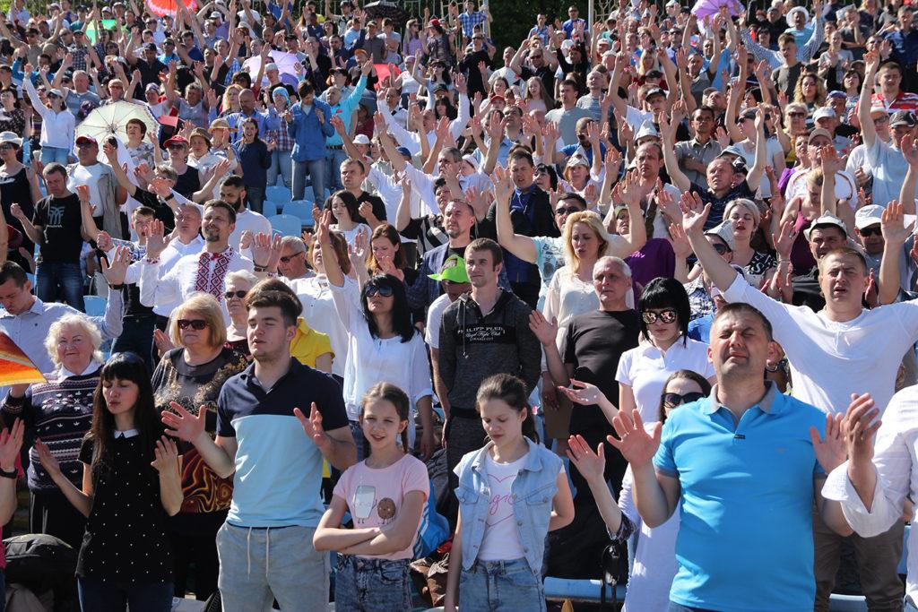 220 человек из западного региона приехали на молитвенную конференцию в Днепр