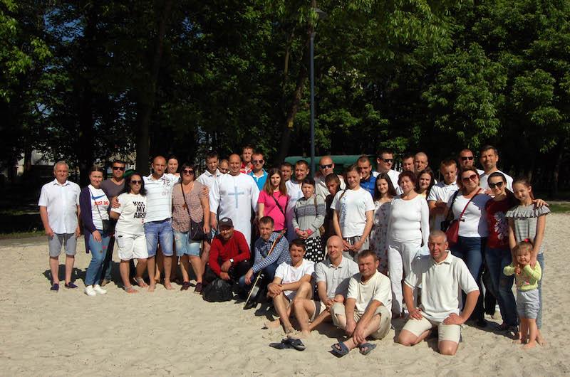 Во Львове на озере состоялось водное крещение