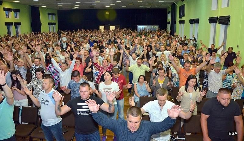 Конференция хвалы и поклонения стартовала в церкви «Новое поколение»