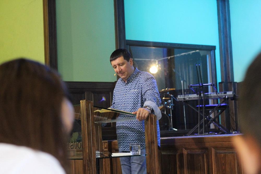 В Першотравенске стартовала Молодежная Библейская Школа