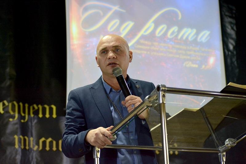 В Терновке прошло служение с молитвой против колдовства