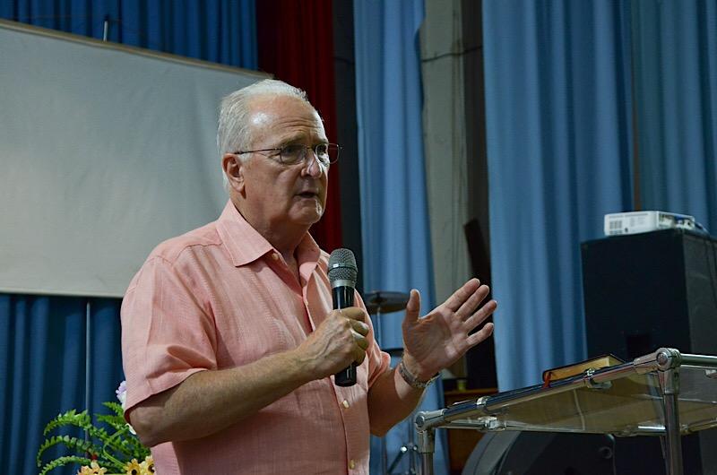 Евангелист и экзорцист из США провел служение в Херсонской церкви «Новое поколение»