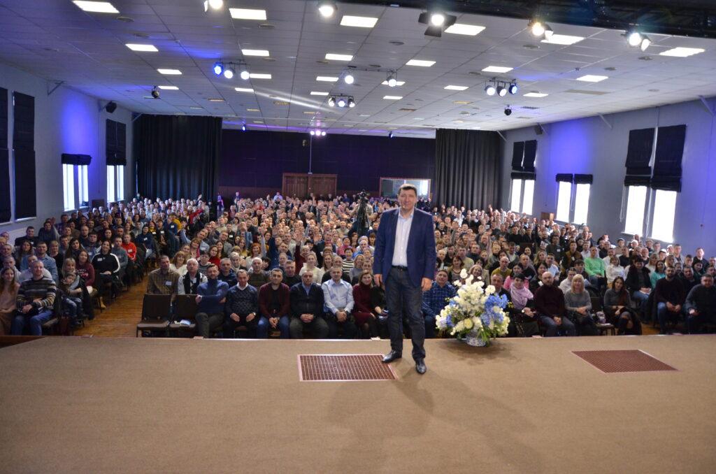 Библейское учение и крепкий фундамент веры: в Першотравенске состоялось открытие Международной Библейской школы